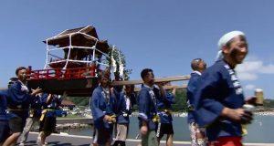 伝統的な海のお祭り動画特集